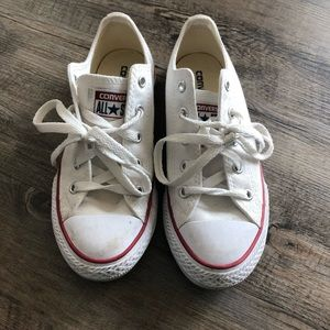 White Converse / Chuck Taylor 1.5M US Little Kid